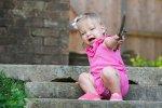 dziewczynka w różowym stroju